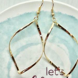 Geometric Twist Lightweight Dangle Earrings